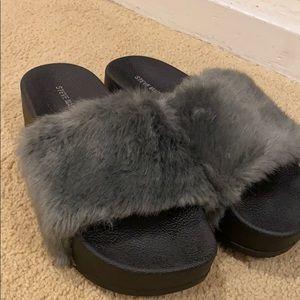 Steve Madden Womens Softey-P Faux Fur Slides